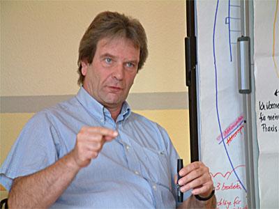 Jürgen Burberg während der Trainerausbildung bei der Arbeitsgemeinschaft Bildung und Beruf e.V. (ABB e.V.)